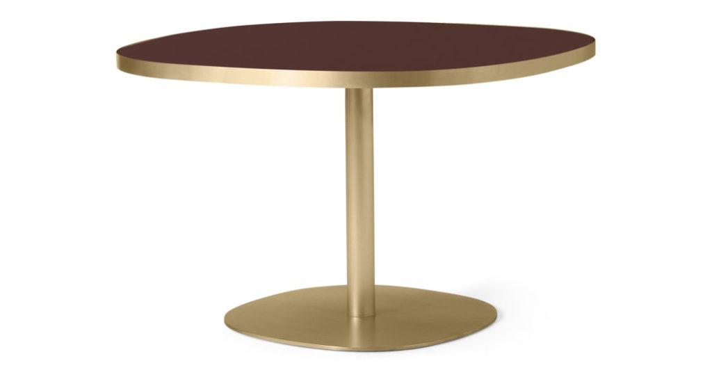 Woonfavorieten: messing eettafel, fluffy fauteuil + zoete lamp